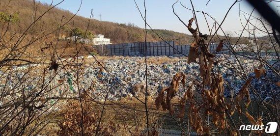 수년간 방치된 3만톤 불법폐기물.. 파주 '쓰레기캐슬'