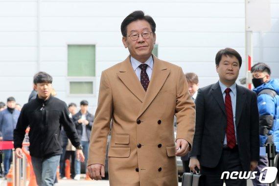 검찰 측 핵심증인에 허 찌른 이재명 변호인단