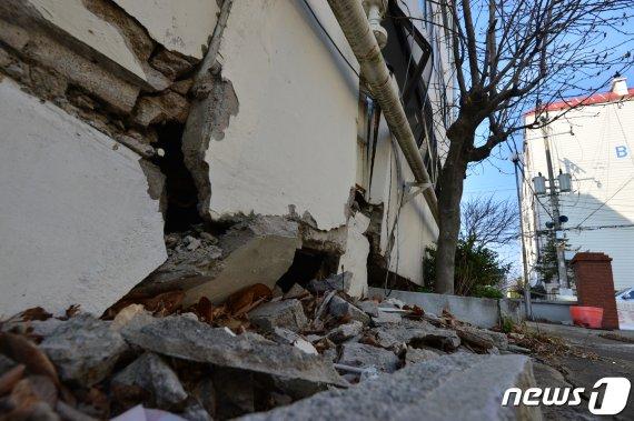 """지진 피해 포항 흥해 주민들 """"더 이상 앉아서 기다리지 않겠다"""""""