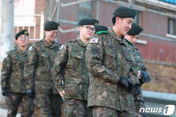 """'평일 외출'에 병사들의 반응은..? """"군생활의 OOO"""""""