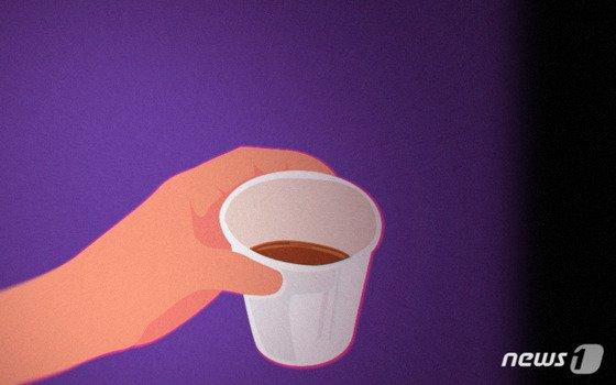 동료 직원에 수면제 든 커피 마시게 한 男, 정신 혼미해진 틈에..
