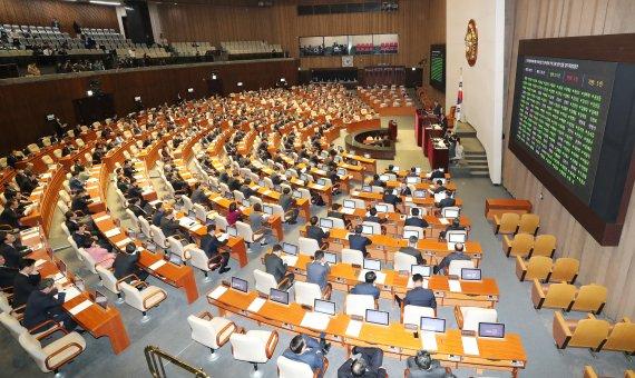 '외모∙출신지 등 기재 요구하면 500만원'…블라인드 채용법 국회 통과