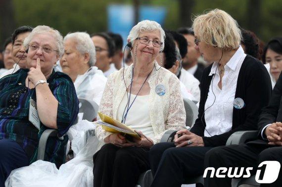 김정숙 여사, 5·18 증언 외국인 목사 부인들에 감사 편지