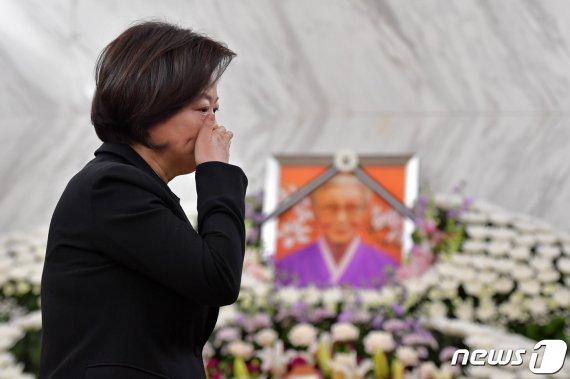 """진선미 장관, 일본군 위안부 피해자 할머니 사망에 """"안타깝고.."""""""