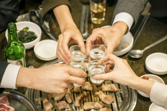 적당한 음주가 뇌졸중 예방한다는 말, 다 거짓말?
