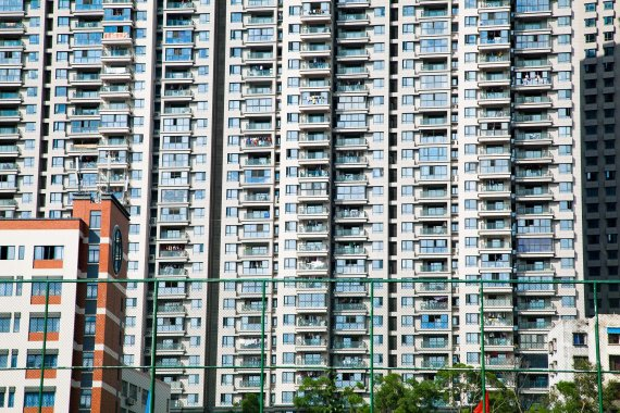 아파트 26층서 추락한 소녀, 극적으로 살았다