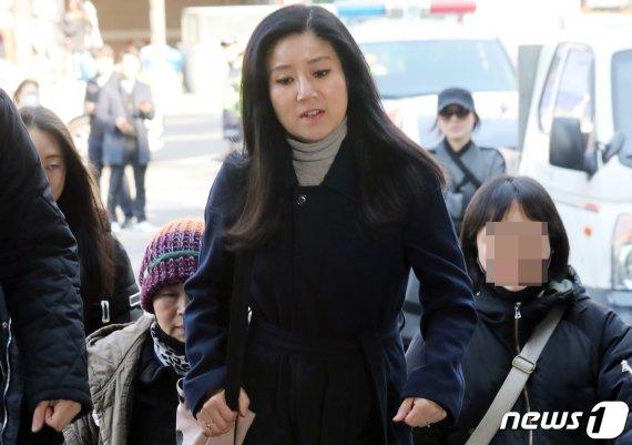 '안락사 논란' 박소연 케어 대표, 악플러 추가 고소