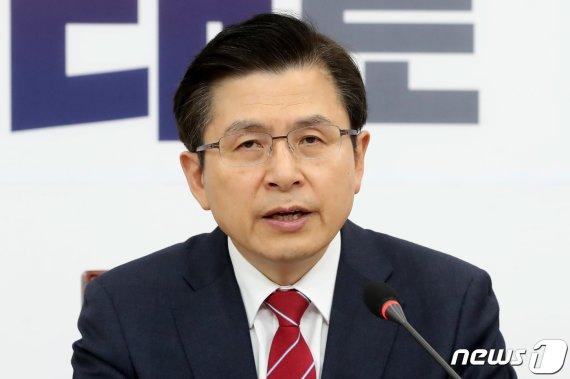 """황교안 """"文대통령, 북한 변호인 되려 한다"""""""