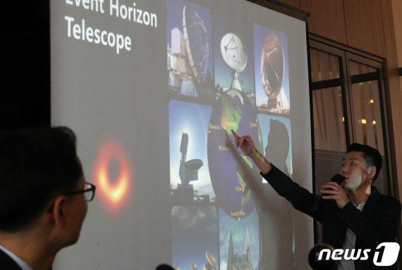 역대급 블랙홀 사진에 한국인 연구진이 8명!!