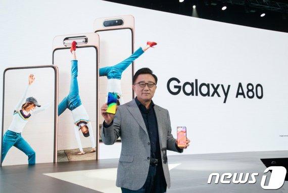 가성비 주력하는 삼성폰…중국폰과 '정면대결' 승자는?