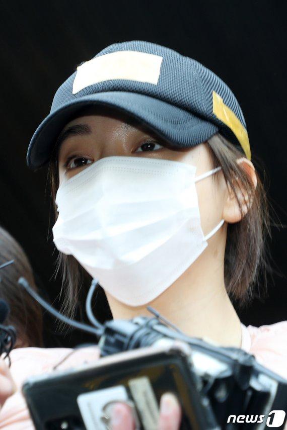"""'징역 2년' 구형 황하나, """"과거의 제가 원망스럽다"""" 눈물"""