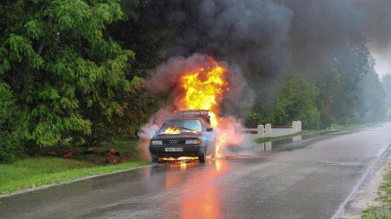 과속 적발 피하려다 불타는 차량에 1살 딸 둔 채로..