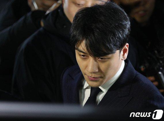 """""""승리, 성탄절 성접대 파티"""" 진술 확보"""