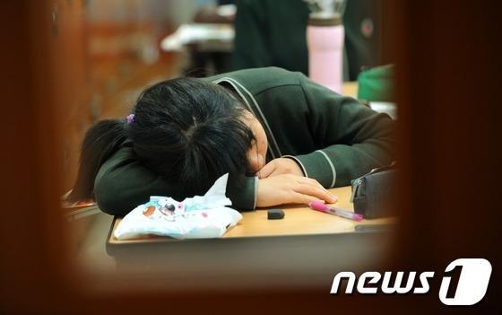 머리만 대면 꿀잠 건강 신호?…잠에 대한 잘못된 속설들