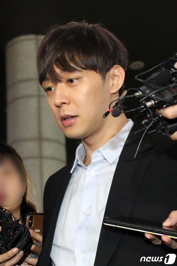 """마약 증거인멸 의혹 박유천 """"주기적 제모..충분한 양 다리털 제출"""""""