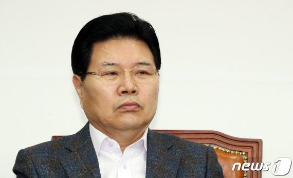 """""""정규재TV에 나왔다"""".. 홍문종, 朴 탄핵심판 딜 의혹 주장"""