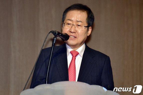 '유시민과 맞짱토론' 홍준표 전 대표가 언론에 전한 말