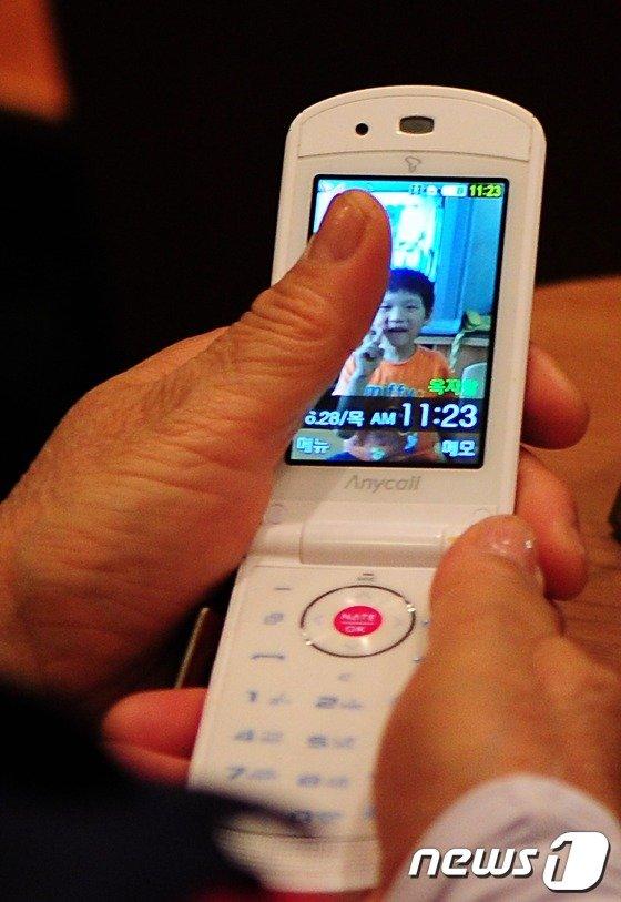 일본에서 또다시 플립폰이 유행하는 까닭