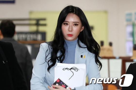 """""""신변보호 미흡"""" 윤지오 논란에 경찰 """"조작미숙 때문"""" 해명.. 무슨 일?"""