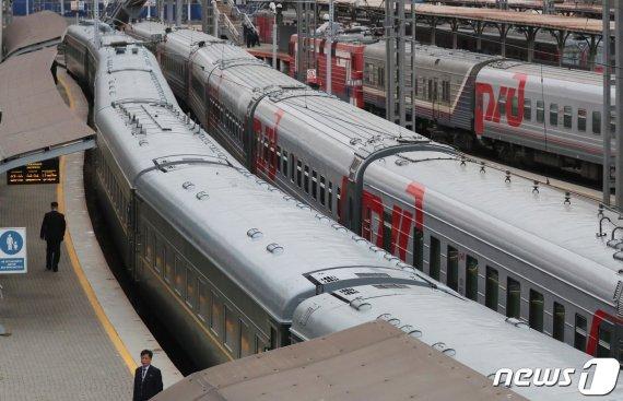 김정은이 러시아 갈 때 탄 전용열차의 놀라운 과거