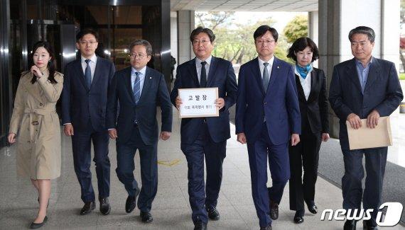"""與, 한국당 의원 19명 2차 고발 """"일말의 자비와 용서는 없을 것"""""""