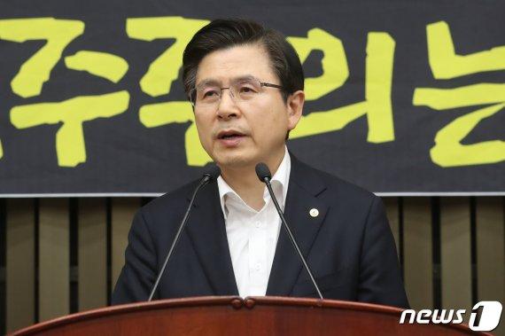 """황교안 """"文정권, 독재 포기하고 항복할 때까지 싸우겠다"""""""