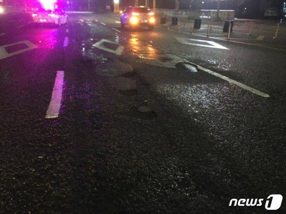 지하차도서 포트홀 15개 발견, 차량 7대 타이어 '움푹'