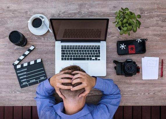 '퇴근 후유튜버' 째려보는 속 좁은 회사들