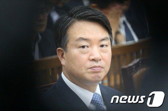 '정보경찰 정치개입' 영장기각 사유에 수사탄력…檢 윗선 직진