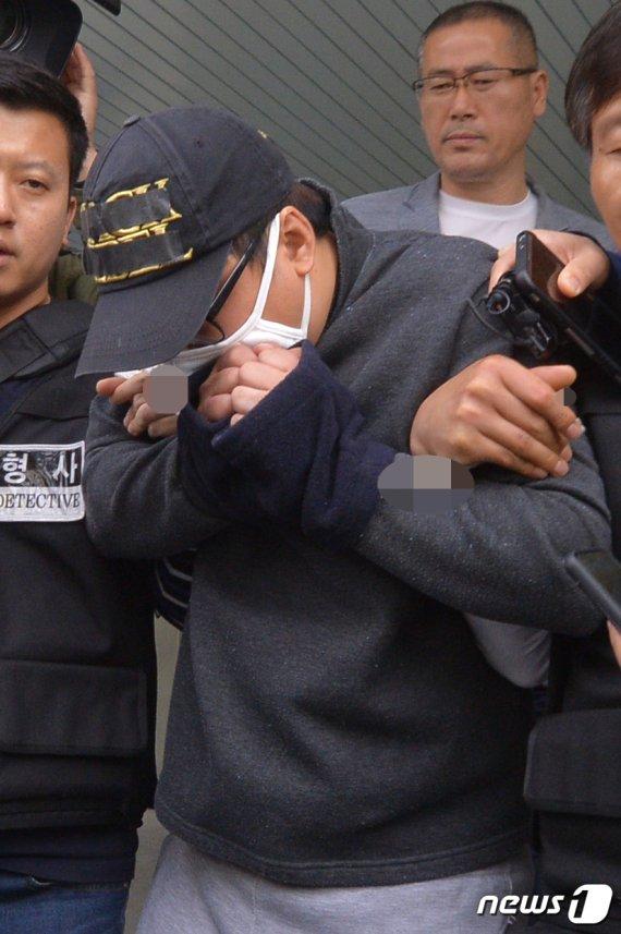 """의붓딸 살해한 계부 """"피해자 유족에 죄송…친모는 선처를"""""""