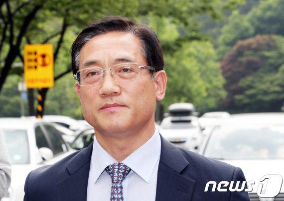 소환불응 구은수 前 서울청장 체포…'불법사찰·정치관여 의혹'