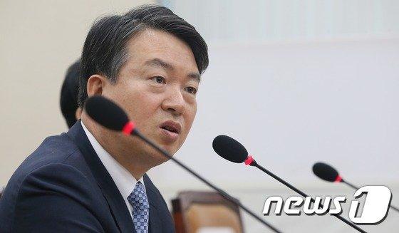 '불법 정치관여 혐의' 강신명·이철성 前청장 오늘 구속기로