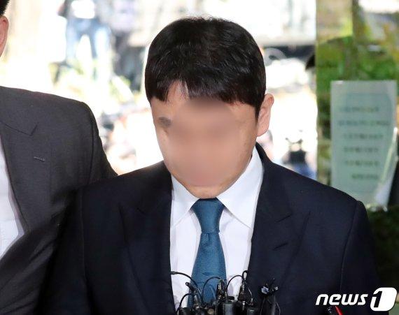 버닝썬 유착 93회 조사에도…'경찰총장' 김영란법·뇌물 '무혐의'