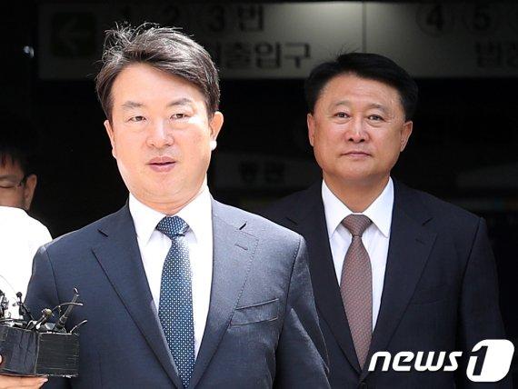 '정보경찰 정치관여' 강신명 前청장 구속…이철성은 풀려나