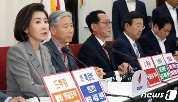 오신환 선출에 '화색'…한국당 '패스트트랙' 제동 총력전