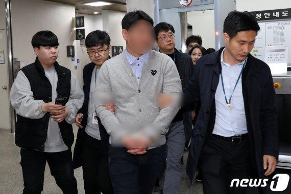 """버닝썬 대표 """"미성년 출입 무마대가로 전직 경찰에 2000만원 줘"""""""