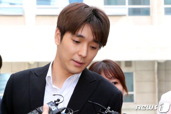 '집단성폭행 의혹' 정준영·최종훈 같은 법정 선다…사건 병합