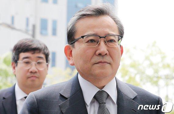 '성접대·뇌물혐의' 김학의 1심 재판부 변경…재판장·변호인 연고관계