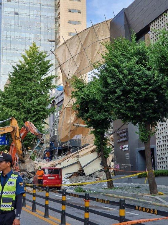 """잠원동 철거 건물 붕괴, 결국 '인재'였나…""""폭삭공법이 문제"""""""