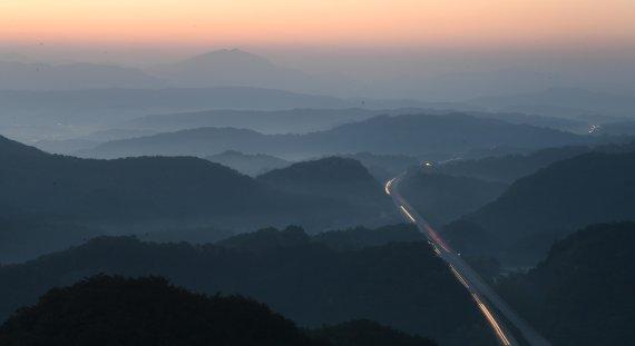 [네모이야기]새벽을 여는 길