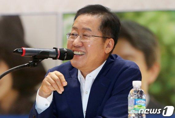 """보수유튜버 뼈때리는 홍준표 """"'반일종족주의' 책 왜 띄우는지.."""""""