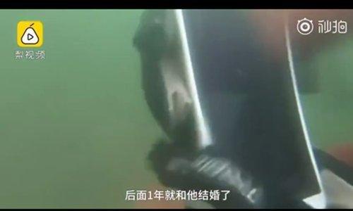 물 속에서 3년 만에 건진 스마트폰 '정상 작동'.. 주인 반응은?
