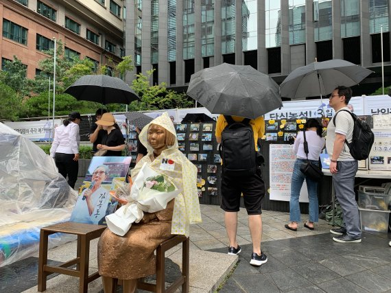 '74주년 광복절'…도심 집회 앞두고 궂은 날씨에도 시민 집결