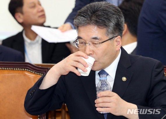 """'자수 거부' 여론 따가운데…정작 일선경찰은 """"억울해"""""""