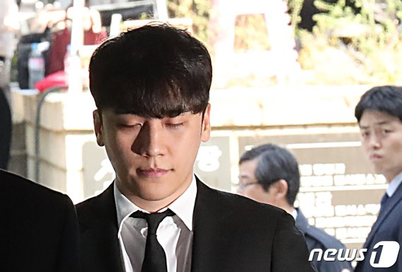 '원정도박 의혹' 승리 오늘 경찰 출석…'버닝썬' 후 2달만에