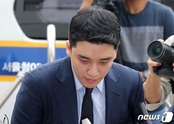 '원정도박' 승리 12시간 조사 마쳐…혐의 대체로 인정(종합)