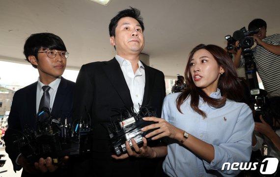 """'원정도박·성접대의혹' 양현석 첫 피의자 출석…""""성실히 조사"""" (종합)"""