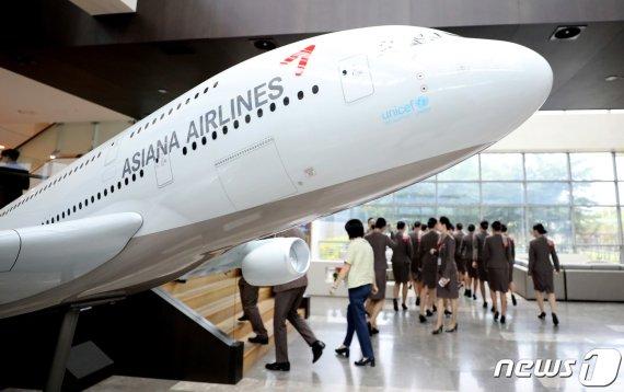 """애경 """"대한항공 넘어 항공업계 1위 달성할 것""""..아시아나 인수 포부 드러내"""