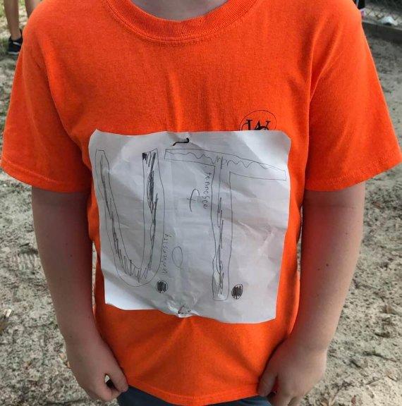 직접 만든 티셔츠 입었다가 놀림당한 소년에게 찾아온 기적