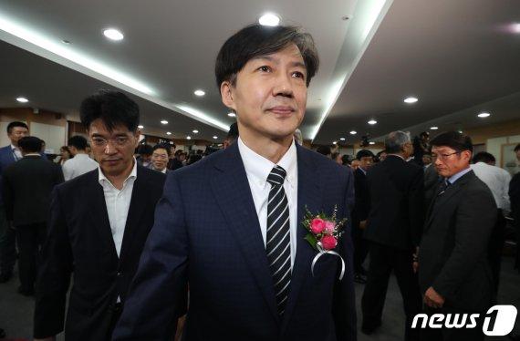 """조국 """"'윤석열 배제 수사팀' 보도 보고 알아, 예민한 시기.."""""""
